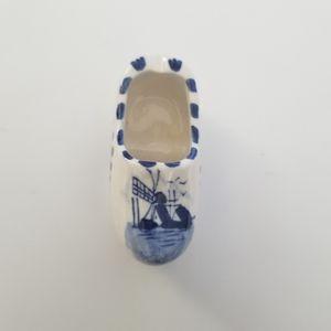 Tiny shoe style